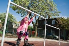 lilla skridskor för flicka Royaltyfri Fotografi