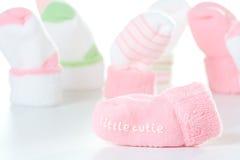 lilla sockor för cutie Arkivfoton