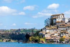 Lilla staden av Anguillara Sabazia Royaltyfri Foto