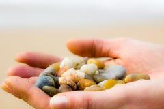 lilla stenar för färgrikt handhav Royaltyfri Foto