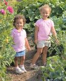 lilla systrar två för härliga etniska flickor Royaltyfri Fotografi