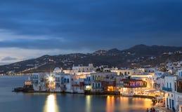 Lilla Venedig av den Mykonos staden på den blåa timmen, Grekland Arkivfoton