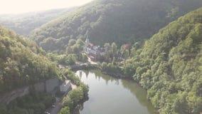 Εναέρια άποψη στη λίμνη και τα βουνά πλησίον από Lillafured Castle, κοντά σε Miskolc στη ανατολική πλευρά των βουνών Bukk απόθεμα βίντεο