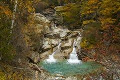 Lillaz-Wasserfall im Herbst Stockfoto