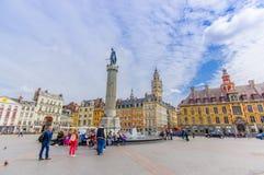 Lille, França - 3 de junho de 2015: Lugar bonito grandioso com suas construções encantadores e arquitetura europeia tradicional Fotos de Stock Royalty Free