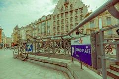 Lille Frankrike - Juni 3, 2015: Härligt ställe som är stort med dess charmiga byggnader och traditionella europeiska arkitektur Arkivfoton