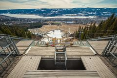 Lillehammer el estadio Olímpico en Noruega Visión panorámica desde el top Foto de archivo libre de regalías