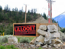 Lillooet a garanti le signe rocailleux Photographie stock libre de droits