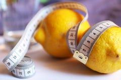 Limão, água Dieta da desintoxicação para a perda de peso Fotos de Stock Royalty Free