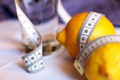 Limão, água Dieta da desintoxicação para a perda de peso Fotografia de Stock Royalty Free
