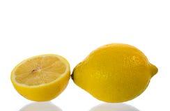 Limão amarelo e fatia meios Fotografia de Stock