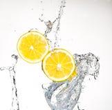 Limão com água Fotografia de Stock Royalty Free