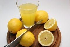 Limão com sarrafo e cortador Fotografia de Stock Royalty Free