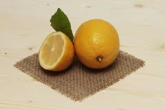 Limão cortado Fotos de Stock Royalty Free