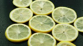 Limão cortado na tabela video estoque