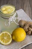Limão e Ginger Detox Drink em um frasco Imagens de Stock Royalty Free