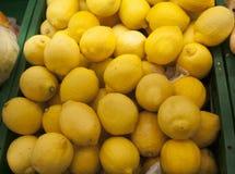 Limão fresco no supermercado imagens de stock