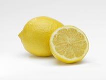 Limão inteiro e cortado Fotos de Stock