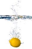 Limão na água Imagens de Stock