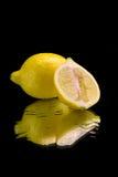 Limão no espelho Fotos de Stock Royalty Free
