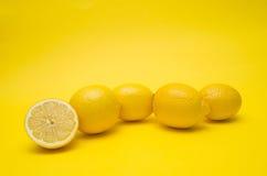 Limão no fundo amarelo Fotos de Stock Royalty Free
