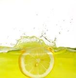 Limão no suco Imagens de Stock Royalty Free