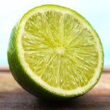 Limão parcialmente verde Imagens de Stock