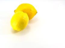 Limón aislado en el fondo blanco Con la trayectoria de recortes Fotografía de archivo