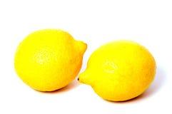 Limón aislado Un limón entero aislado en blanco Fotos de archivo