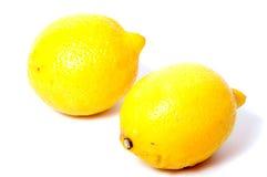 Limón aislado Un limón entero aislado en blanco Fotografía de archivo