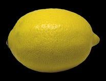 Limón amarillo aislado en un fondo negro Imágenes de archivo libres de regalías