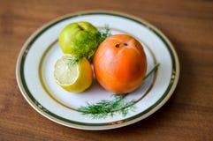 Limón, caqui y manzana junto Imagen de archivo libre de regalías