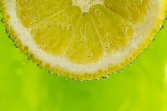 Limón en las burbujas Foto de archivo libre de regalías