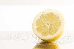 Limón fresco en la tabla del metal Imagen de archivo libre de regalías