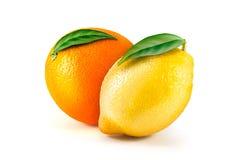 Limón fresco y naranja aislados en blanco Imagen de archivo libre de regalías