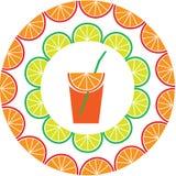 Limón rebanado y marco anaranjado con el jugo Imagen de archivo libre de regalías