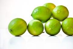 Limón verde en el fondo blanco foto de archivo libre de regalías