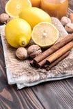 Limón y cinamomo Fotos de archivo