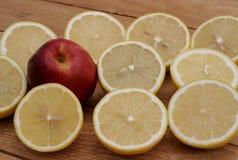 Limón y nectarina Imagenes de archivo