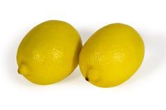 Limões amarelos frescos isolados no branco Fotografia de Stock Royalty Free