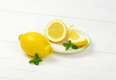 Limões em um fundo branco do estúdio Imagem de Stock