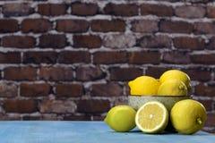 Limões em uma bacia Foto de Stock Royalty Free