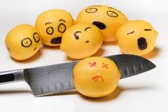 Limões emocionais com faca Fotografia de Stock Royalty Free