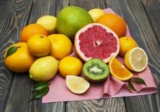Limões, laranjas e cais Foto de Stock
