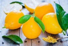 Limões orgânicos frescos Imagens de Stock Royalty Free