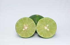 Limões verdes meios foto de stock royalty free