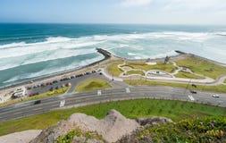 lima Перу Ландшафт от Miraflores Океан Южной части Тихого океана в предпосылке Стоковое Фото