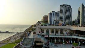 lima Перу Панорамный вид торгового центра Larcomar на районе Miraflores стоковые фото
