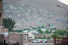 LIMA, PERÚ - 17 DE ABRIL DE 2013: Área de Pamplona en Lima con pobreza Fotografía de archivo libre de regalías