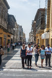LIMA, PERÚ - 15 DE ABRIL DE 2013: Calle de Miraflores en Lima, Perú Foto de archivo